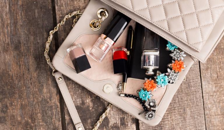 Co jest niezbędne w Twojej torebce?