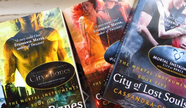 """Jak dobrze znasz serię książek """"Dary Anioła""""?"""